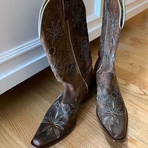 Beautiful pair of western boots